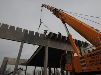 50,000lb Precast Concrete Building Erection