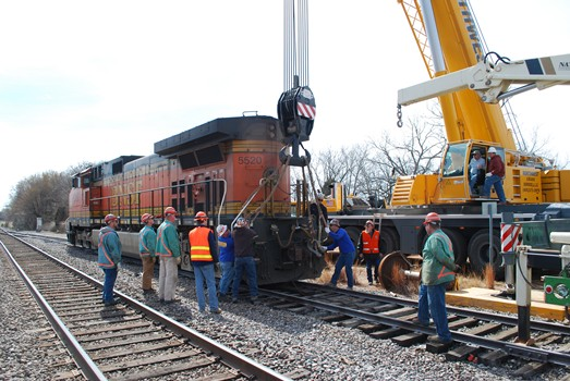 Northwest's LTM 1200 Picks a 400,000lbs Locomotive